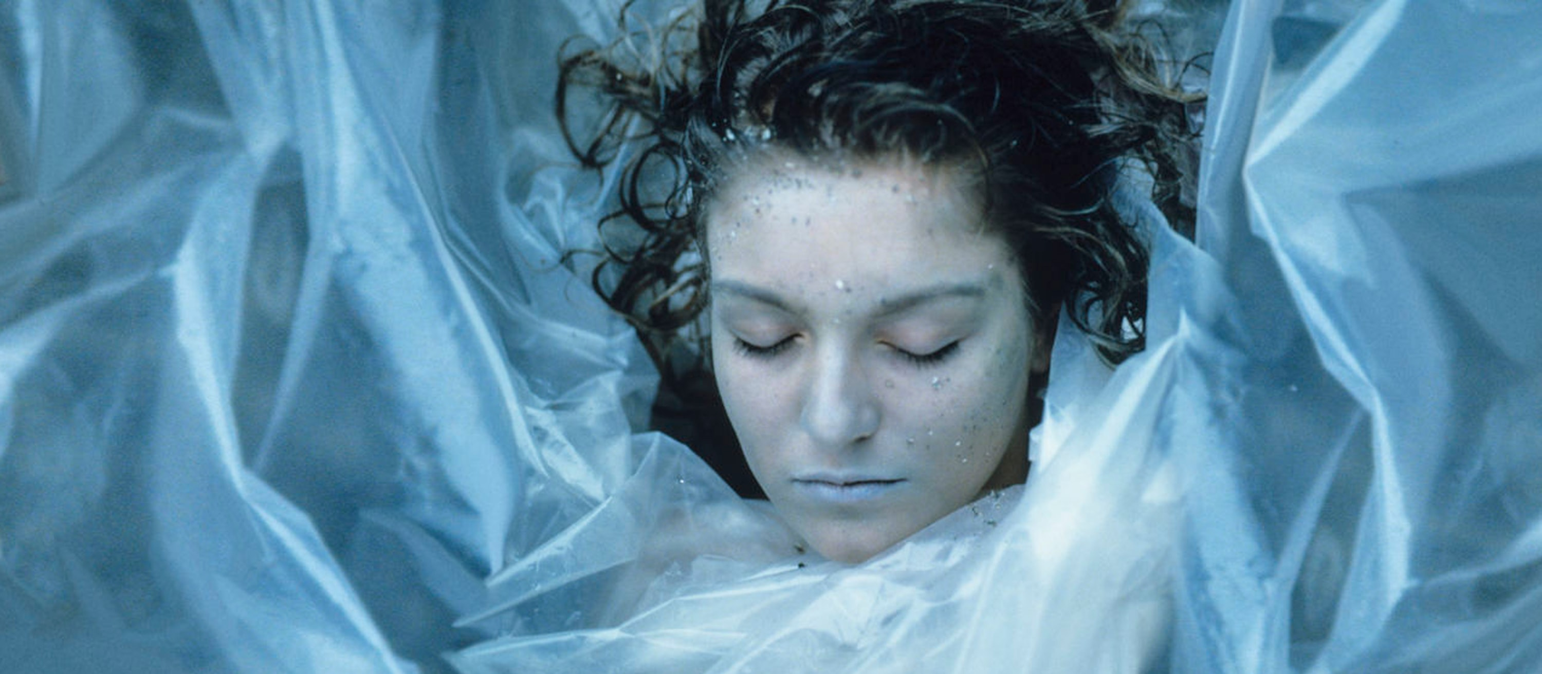 Twin Peaks Halloween costume Laura Palmer dead wrapped in plastic